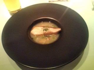 真鯛のソテー、温かいカブとタラバガニのスープ ゆず風味
