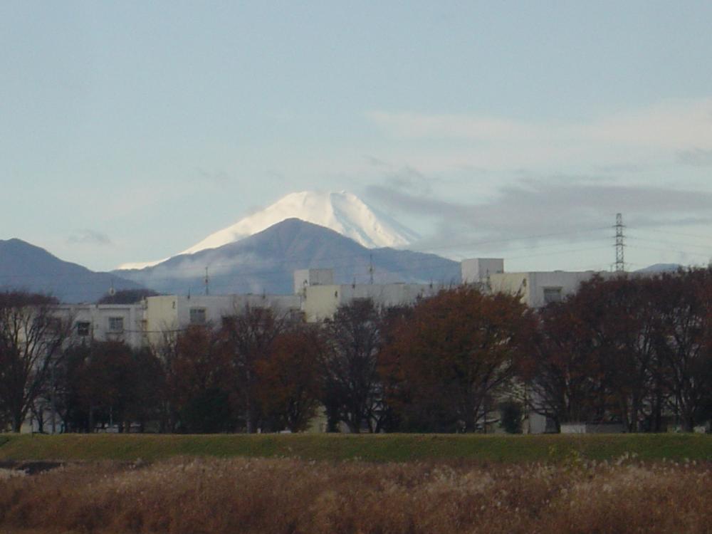 浅川から臨む富士