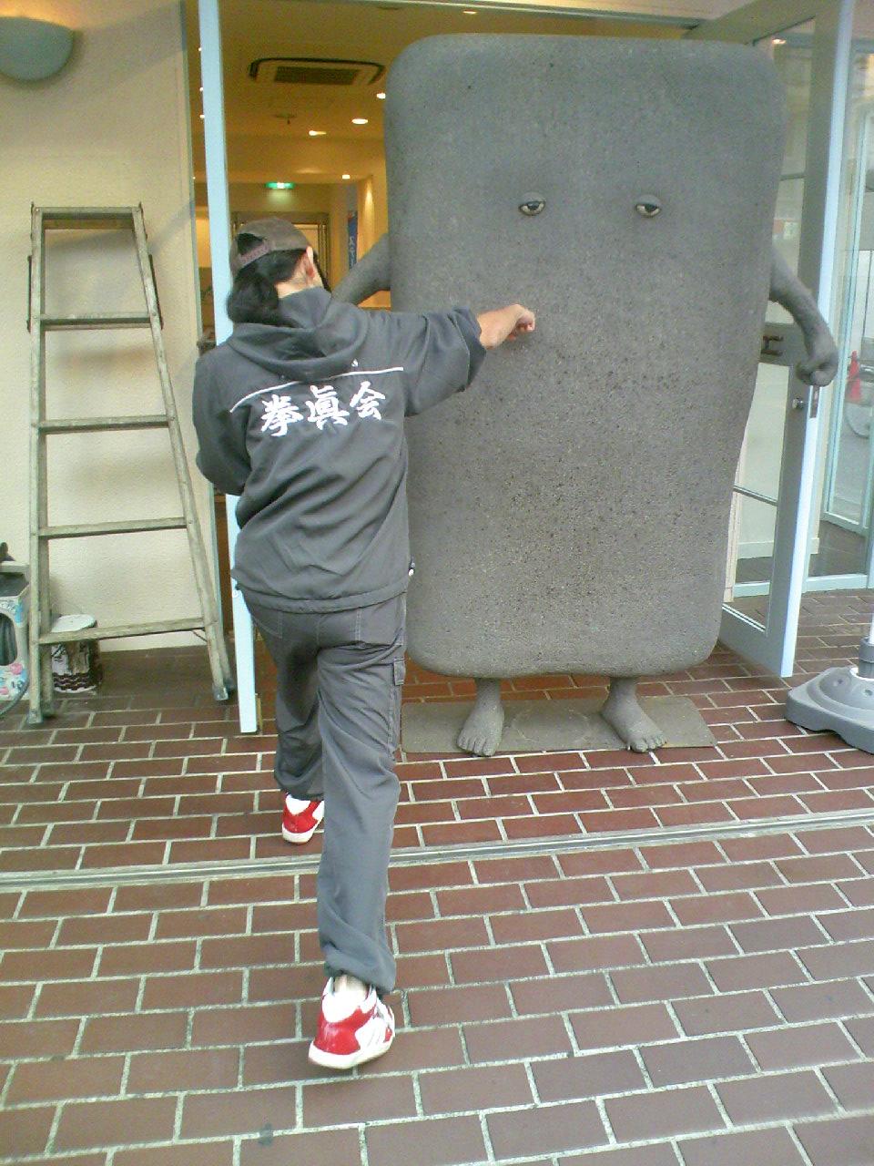 塗り壁パンチ