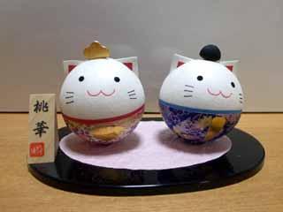 岩村醸造」の蔵開きで行った岩村の伝統的建造物保存地区にある、 人形や和雑貨を扱っている「あしざわや」で見つけた、猫の雛人形です。