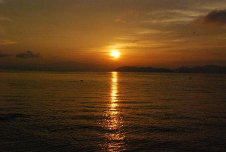 琵琶湖と朝日180