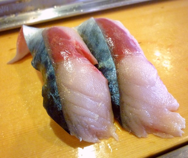 『栄寿司』さば(1貫100円)