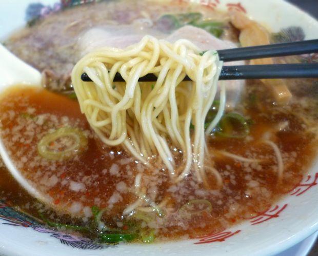 『来来亭 石神井店』ラーメン(麺リフト)