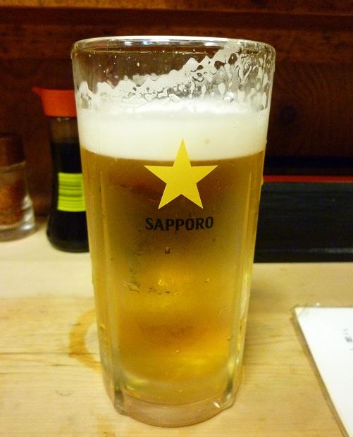 『鳥升』生ビール(中ジョッキ・520円)