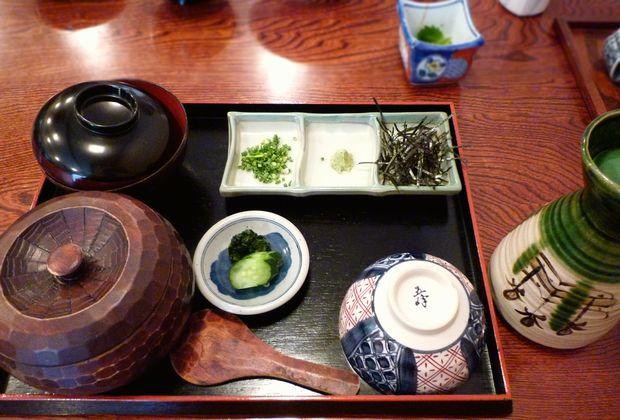 『鰻とみた』ひつまぶし(薬味・お吸い物付)2400円