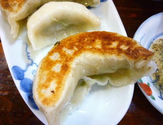 『一圓 上石神井店』ジャンボ餃子とひとくち餃子の大きさの比較