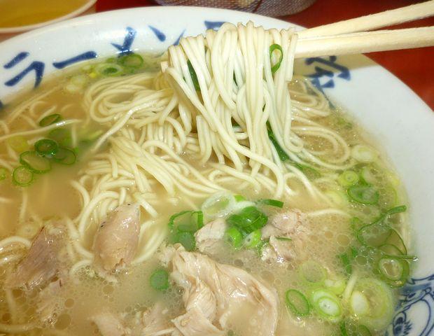 『元祖ラーメン 長浜家』ラーメン(麺リフト)