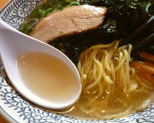 『丸源ラーメン 練馬関町店』有明産岩海苔の塩ラーメン(スープと麺)