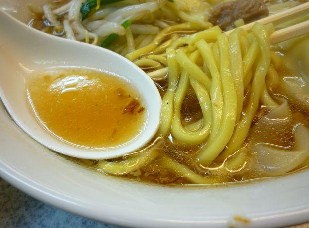 『喜楽』もやしワンタン麺(麺とスープ)