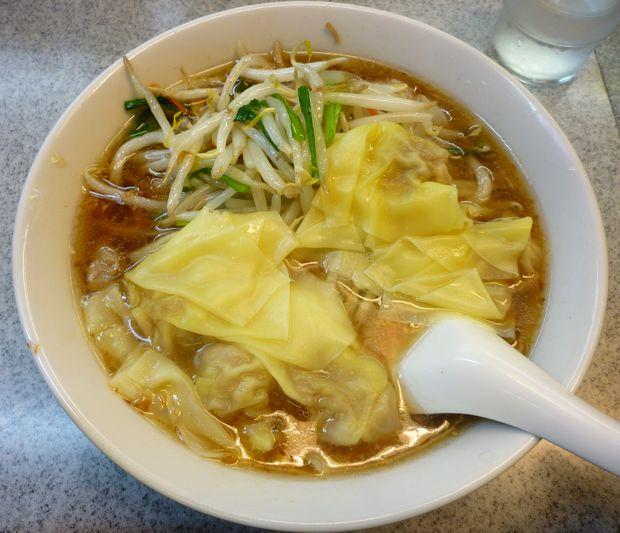 『喜楽』もやしワンタン麺(900円)