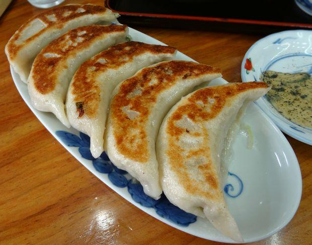 『一圓 上石神井店』ジャンボ餃子・5個(300円)※15日餃子サービスデーで、通常400円が300円に