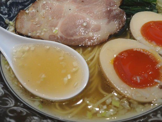 『中村屋 @ WeST PArK CaFE kichijoji』あじ玉らーめん・淡麗塩(スープ)
