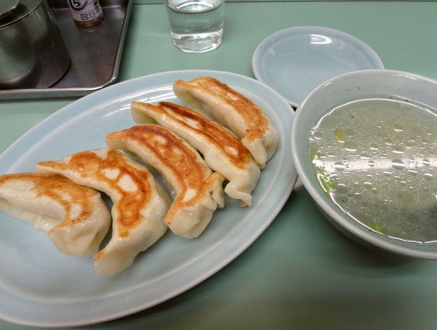 『みんみん』@吉祥寺 餃子(5個・420円)+チャーハンに付属するスープ
