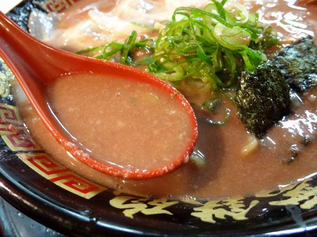 『無鉄砲 中野店』とんこつラーメン(スープ)