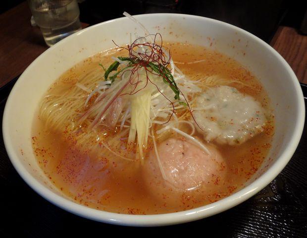 『麺屋 海神 吉祥寺店』あら炊き辛塩らぁめん焼きおにぎり付(1000円)の、ラーメン