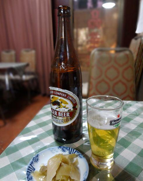 『品華亭』ビール大瓶(650円)