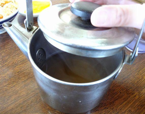 『牧のうどん 今宿支店』無料の追加スープ
