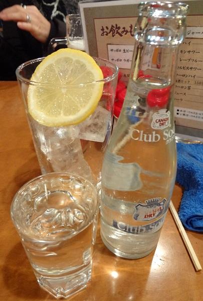 『いせや総本店』焼酎(220円)+タンサン(レモン付・120円)