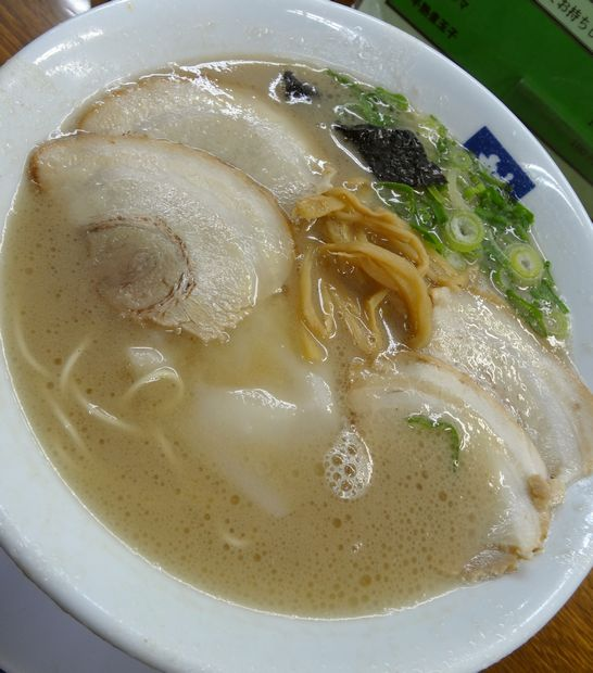 『魁龍 小倉本店』魁龍ラーメン(アップ)