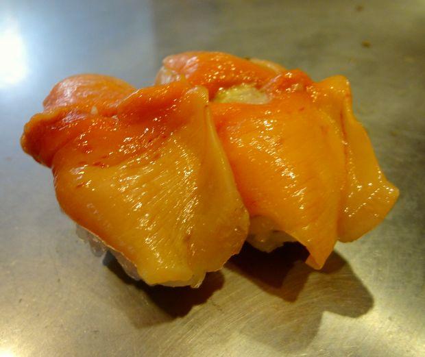 『栄寿司』赤貝(1貫200円)