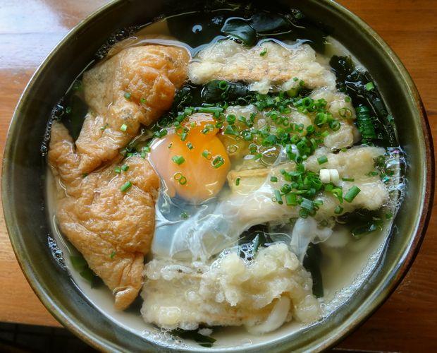 『うどん屋 まさ』ごぼうきつね(500円)+卵入り(50円増)