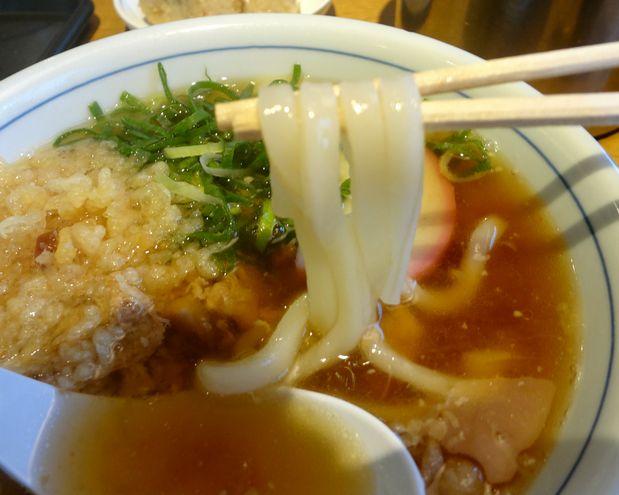 『ウエスト うどん』みつせ鶏のかしわうどん(麺リフト)