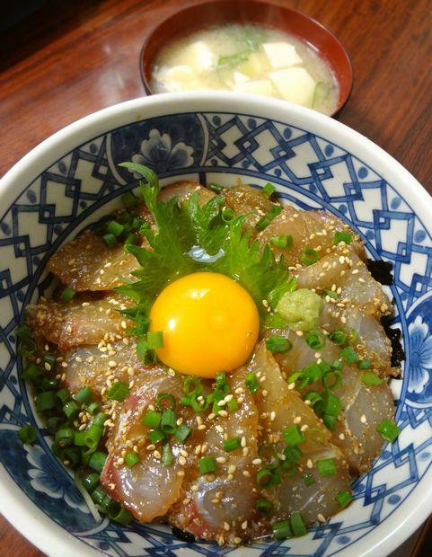 頂いたグレ(メジナ)をさばいて、漬け丼に(2012年2月)