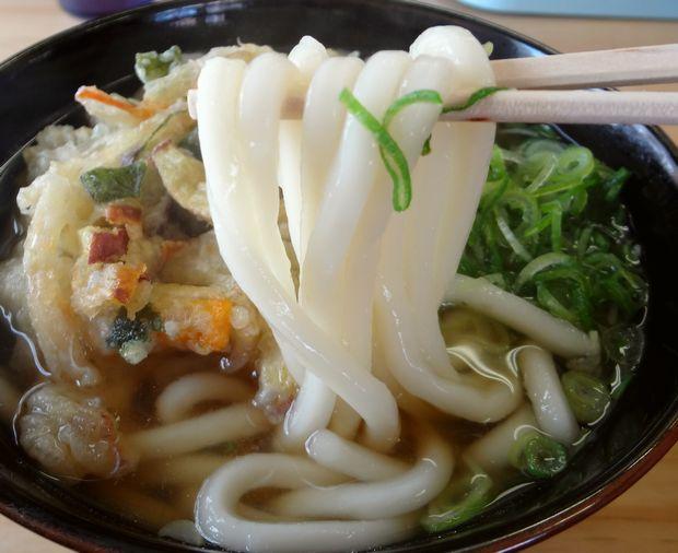 『天ぷらうどん』麺リフト