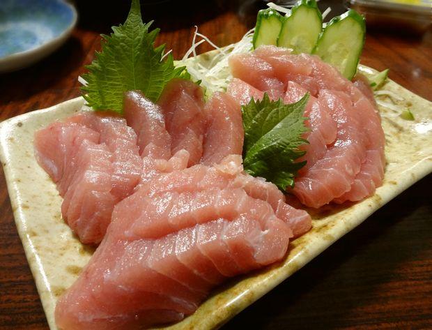 長浜鮮魚市場 市民感謝デーで買った「冷凍マグロ柵」をお刺身で(230円分)