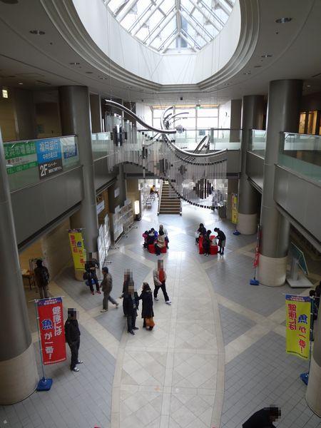 長浜鮮魚市場・市場会館内(二階吹き抜けから一階を見た図)
