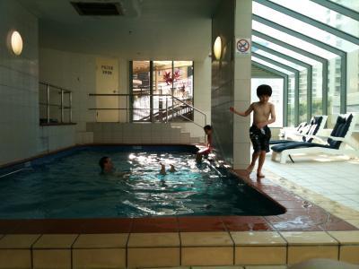 コンドミニアムのプール