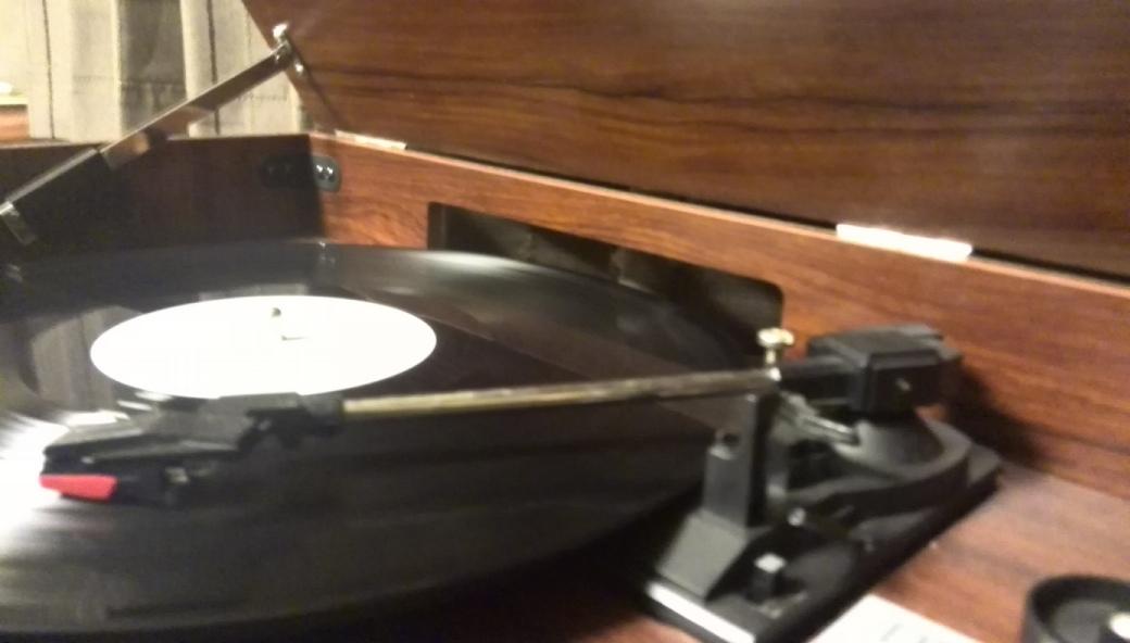 レコードを聴く
