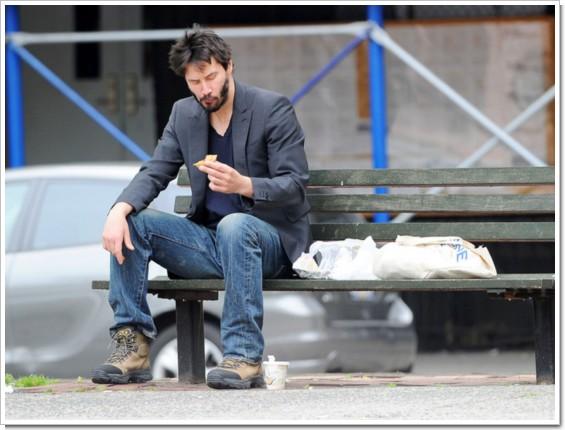 キアヌ・リーブスが、俺らみたいな姿をパパラッチされる</a></p>            <p>俳優キアヌ・リーブスが5月22日、ニューヨーク・ソーホーにある公園のベンチで、 <br />            1人ランチをとる姿をパパラッチされた。