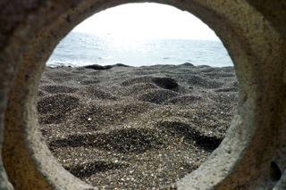 オブジェから見た海