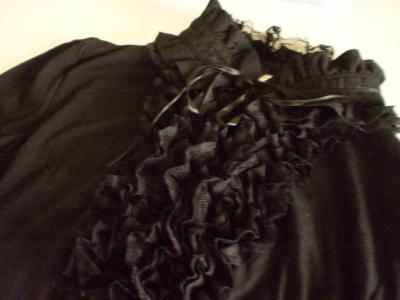 黒いレース服