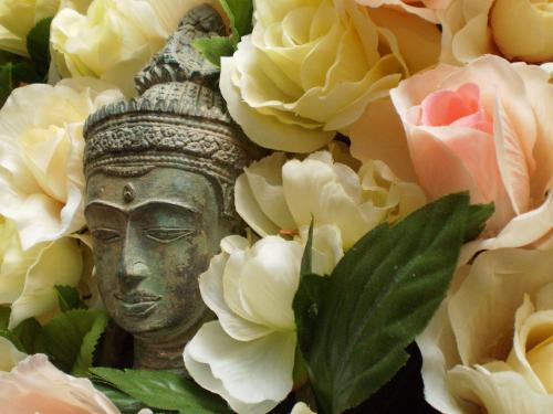 薔薇園の仏像 横顔