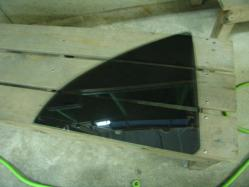 アベンシス三角窓