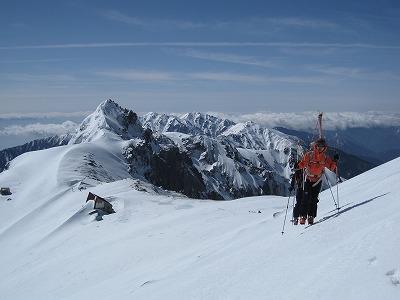 稜線を駒ヶ岳に向けてハイク