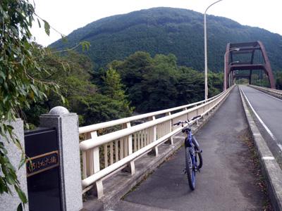 くろほね大橋と荒神山