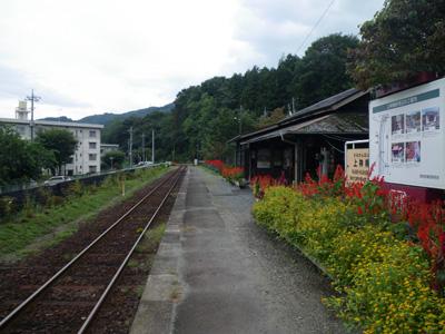 上神梅駅ホーム