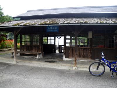 上神梅駅正面