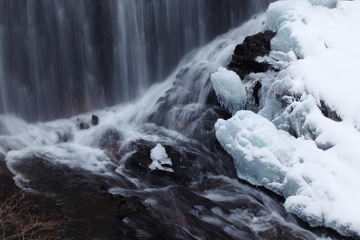 冬の滝-1