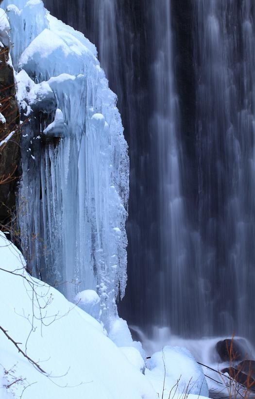 冬の滝-2