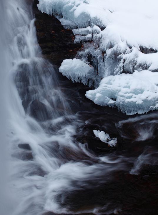 冬の滝-3