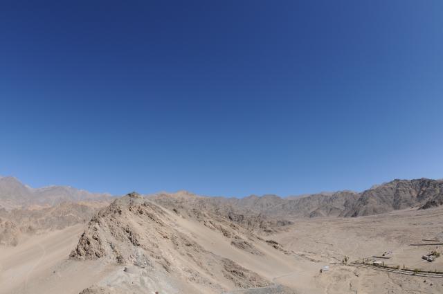 ティクセの砂漠と空