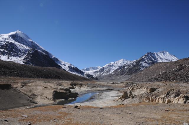 雪山と湖と空