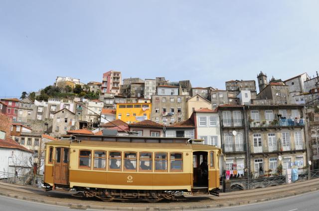 トラムと旧市街