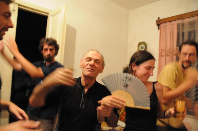 踊るスリコとチェコ人