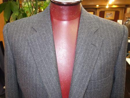 グレーのフランネルのオーダースーツです