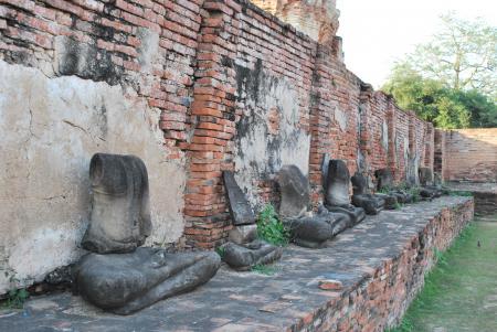 壊された仏像